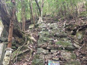 犬鳴山「義犬の墓」
