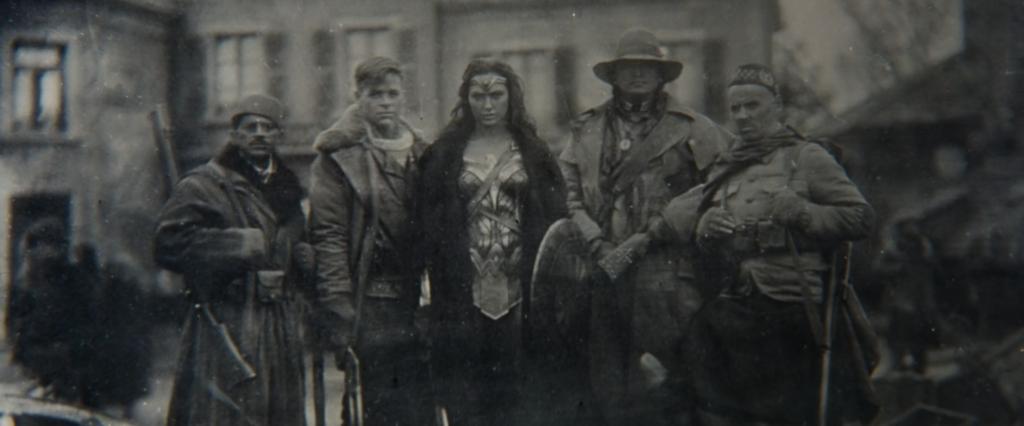 『ワンダーウーマン』 100年前の写真