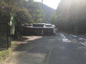 「犬鳴山」バス停