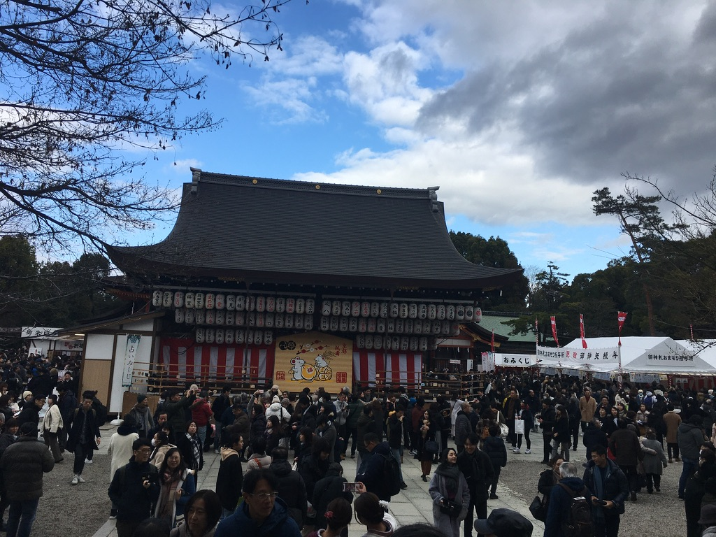 八坂神社 初詣 舞殿