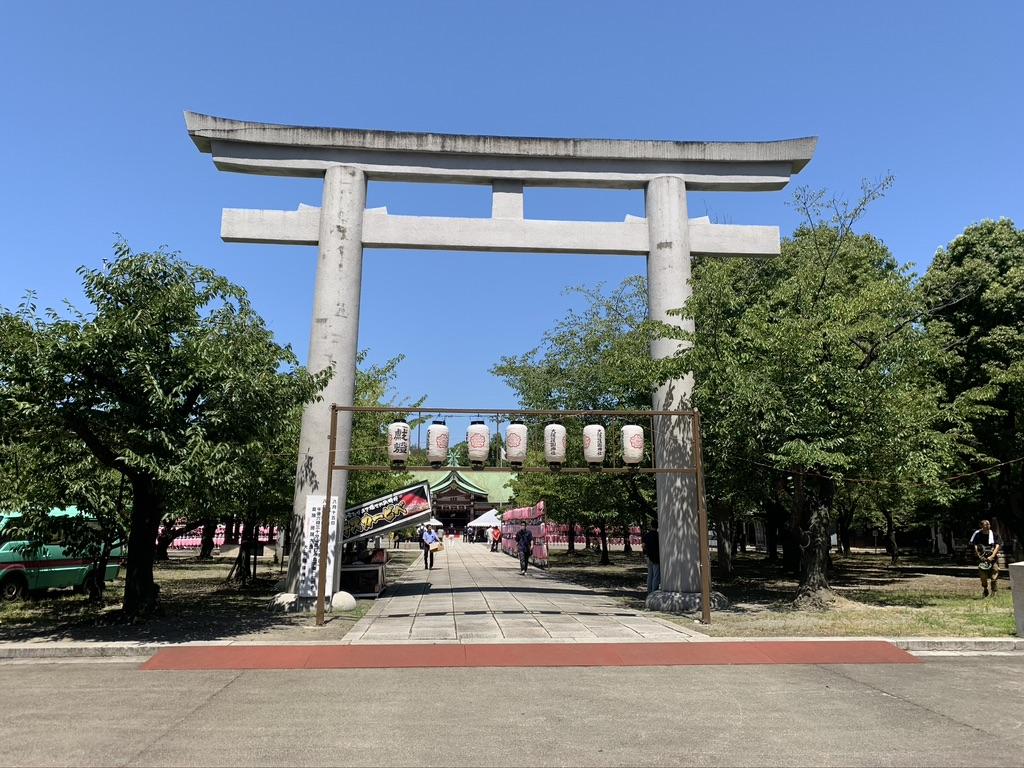 終戦記念日 大阪護国神社 一の鳥居