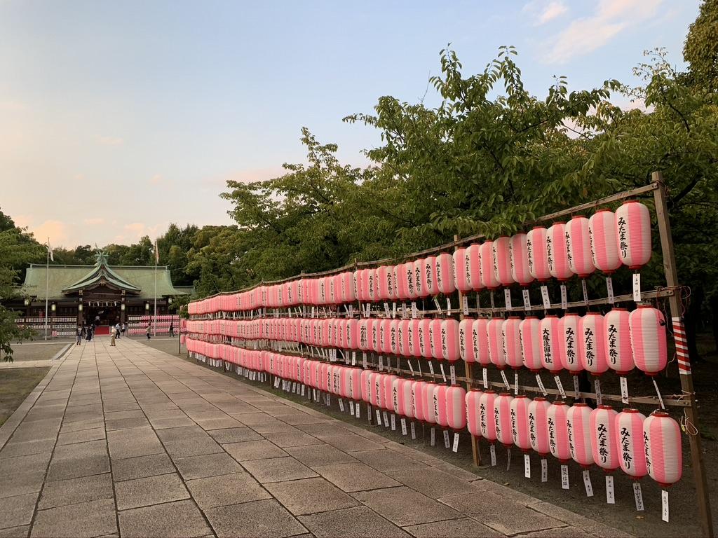 大阪護国神社 みたま祭り 参道 提灯