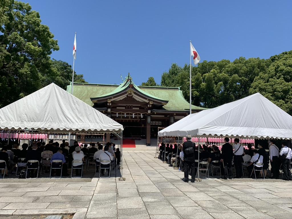 終戦記念日 大阪護国神社 本殿前