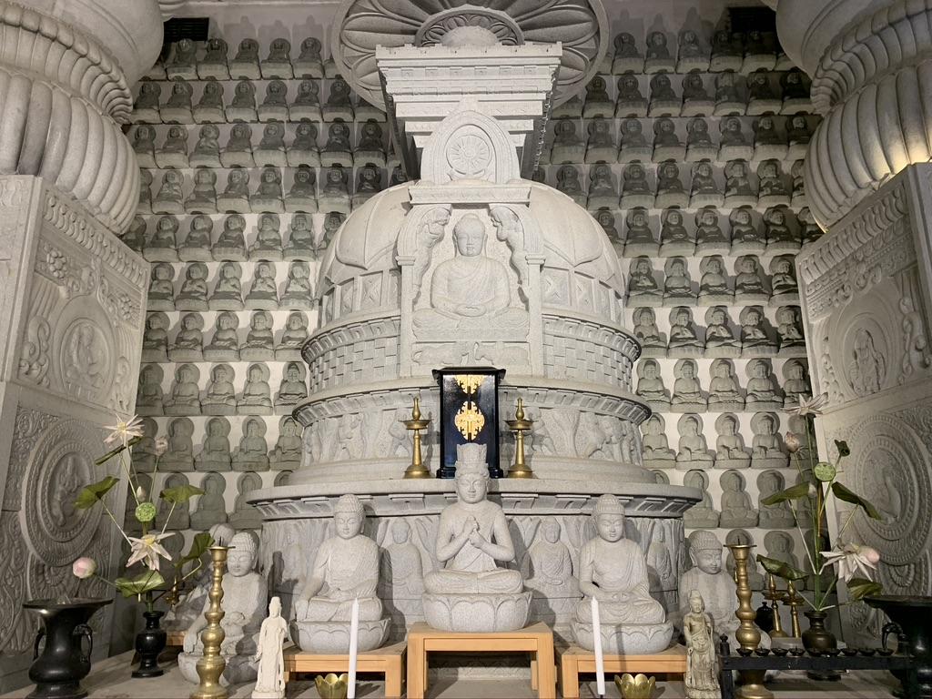 壺阪寺 大仏舎利石塔