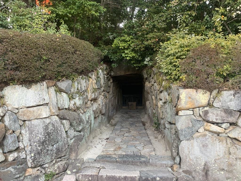 中山寺 石の櫃